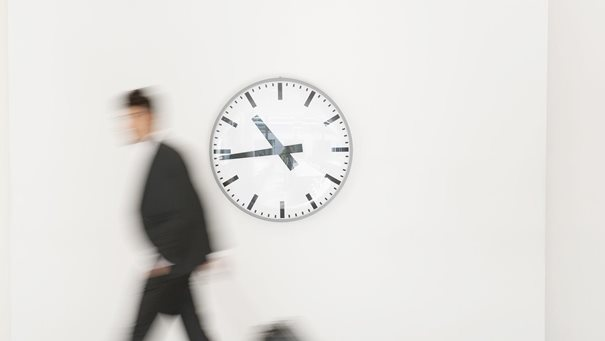 How do CEOs manage their time