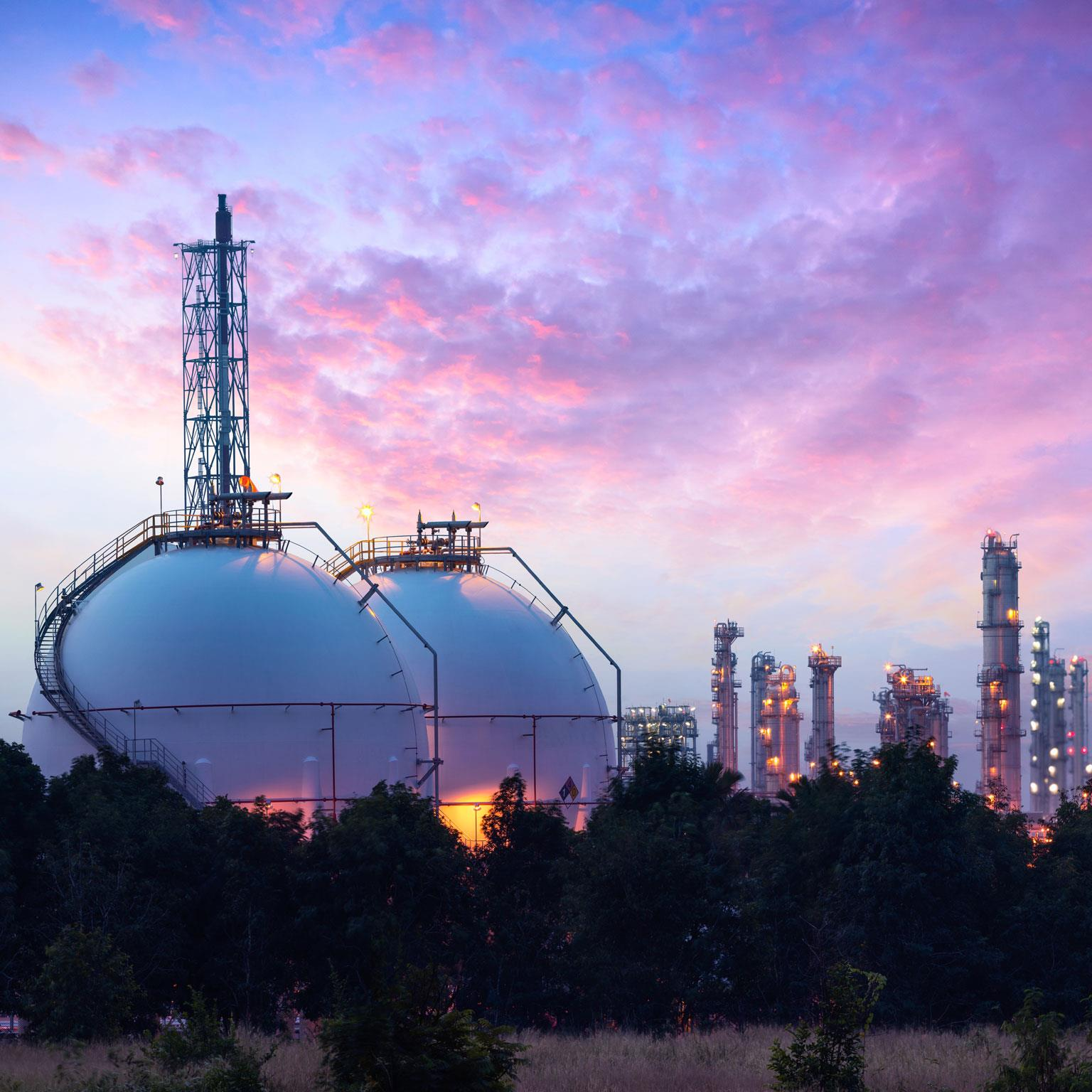 analysis of the oil and gas industries Complete gas analysis solutions from c6+ natural gas measurement to combustion, to complex processing applications and emission monitoring solutions for regulatory compliance, emerson's rosemount analyzers and integrated systems can solve the toughest gas analysis challenges for a wide range of industries and applications.